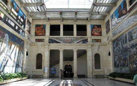 Detroit-Art Museumsl-with-rivera-fresco
