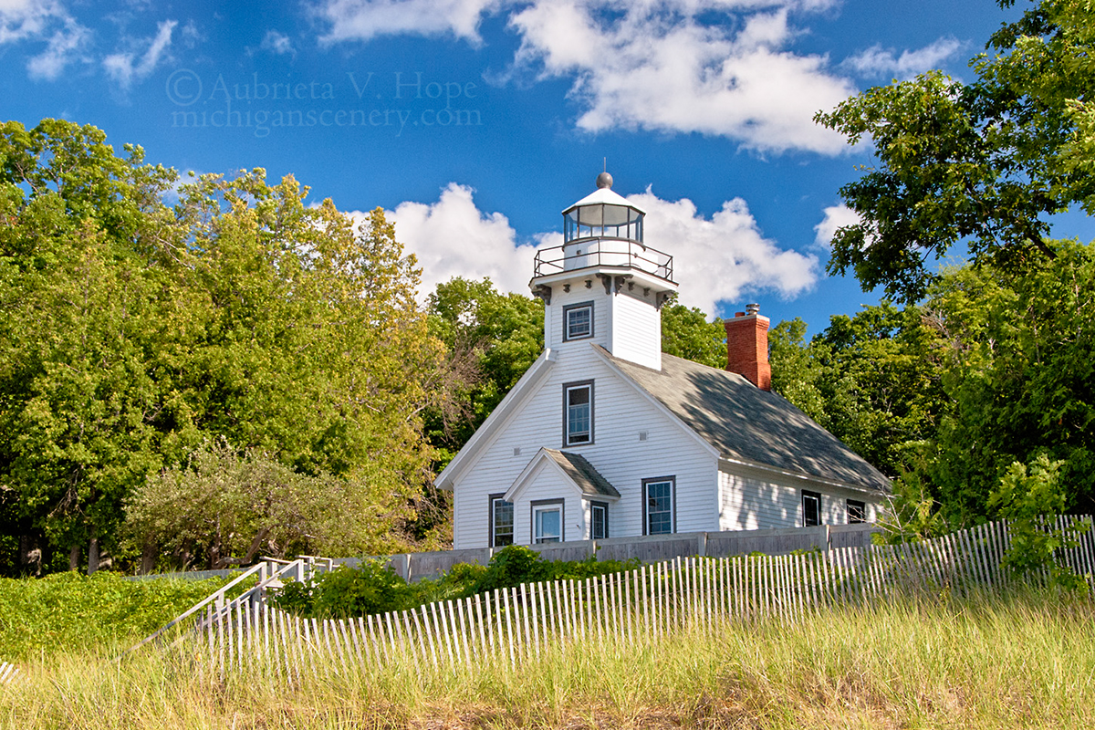 Mission_point_lighthouse_by_aubrieta_v_hope_michigan_scenery
